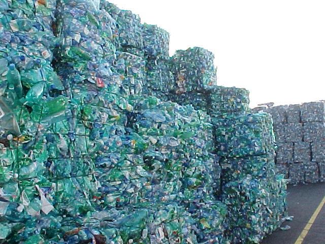 sampah-plastik-di-tps